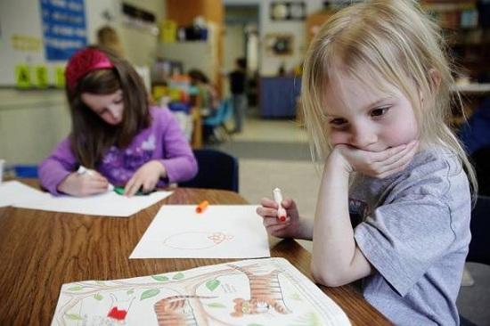Dạy bé vẽ và tô màu Chìa khóa giúp trẻ tự khám phá cuộc sống